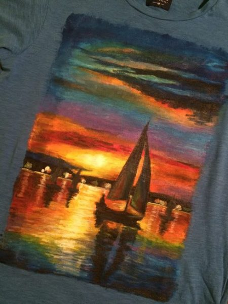 <p>Роспись футболки красками</p>