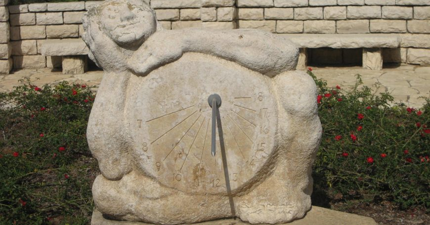 Парк Ротшильда солнечные часы